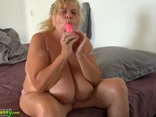 College-aged Years aged dame With strap on dildo pummels Sbbws aged grannie