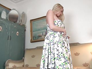 Prexy UK housewife Danielle Maye