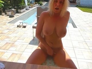 Aussie step aunt-in-law cougar strokes in my backyard