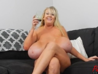 Hinter den Kulissen,blond,Brüste,Interview,reif,Milf,Mutter,Pornostar,solo,