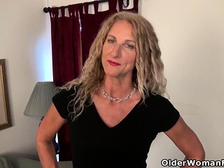American milf Mary Wana dildos will not hear of fuckable pussy