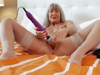 Sensuous grandma Leilani Lei is wanking her sex-starved elderly pussy