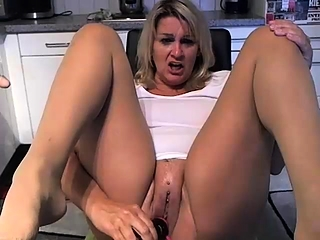 Blondie with humungous milk cans solo