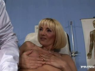 Perverted Doc fingers Jennifer's gaping ass hole rubbing her pussy