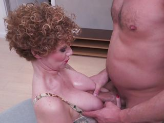 Big-boobed cougar introduces One truly pro tit banging