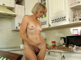 Mature housewife Diana Gold inspects her unshaved snatch with frigs