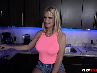 Quicky romp in a kitchen inbetween cougar step-mom and dude