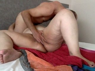 Mature sugardaddy fingering and licking my pussy in hotel room