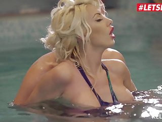 LETSDOEIT - Romanian cougar Ava Campos Has scorching hookup By The Pool