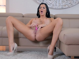 Observe big-boobed stunner Jasmine Jae caress her bean and cram her honeypot with fucky-fucky plaything