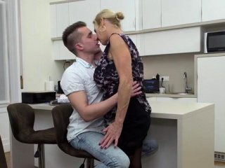 Hot milf blowjob roughly cumshot