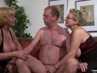 Housewife three-way bang-out 2019 - mom I´d like to poke