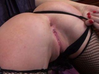Blondie bosomy cougar Lu Elissa likes jacking her raw coochie