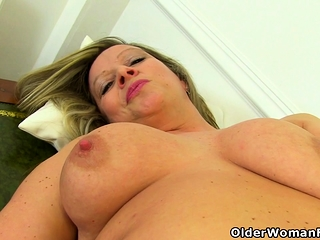 Forthrightly milf Caz shows you will not hear of first-class raillery power