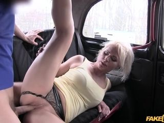 Sporty Czech cougar Kathy Anderson gets humped in the van