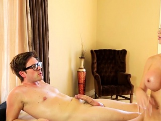 Huge-chested massagist creampied