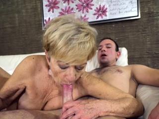 Heeled grandma sucks locate