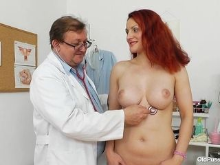 Beatrix cootchie check-up - naughty therapist pornography