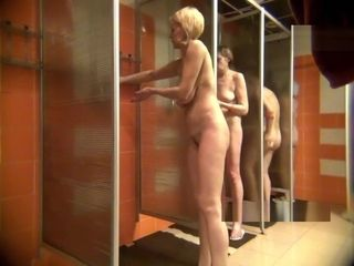 Flick voyeurism in the womens shower10223