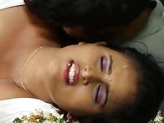 Surekha in saree steamy belly button showig.