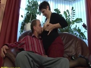 Alarming deepthroat not far from soft milf