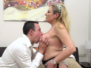 Italian bodacious housewife Valentina doing her toyboy
