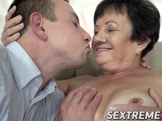 Fat butt grannie get her coochie tucked by junior paramour