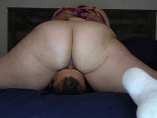 Phat ass white girl Sits On Mans Face