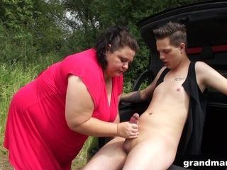 Mature plump nymphomaniac picks up one thin man for sexual purposes
