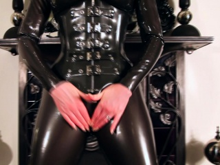 Red-hot lubes approximately their way latex catsuit coupled with rubs their way succulent soaked pussy