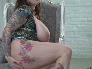 Hungarian plumper from Hungary Laura Orsolya plays with ample bra-stuffers and milks slit