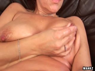 Mature woman Nika fucks oiled up pussy with dildo