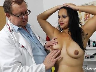 Latina cougar Rosita and her obgyn doc