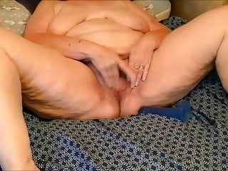 Lush mature breezy finger-banging her puss for me