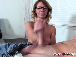 Gorgeous cougar gives xxx point of view hj