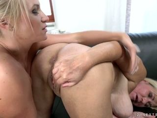 Youthfull blond Vinna Reed is ravaging aged brainy lesbo like nobody else before