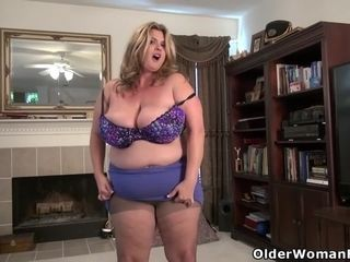 Canadian plus-size cougar Roxee Robinson will make your fuckpole rock-hard