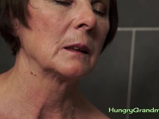 Grannie bj's lollipop in tub and pummels