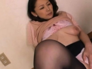 Bootylicious mature tart gives a super-tear uping-hot oral-service and breast tear up