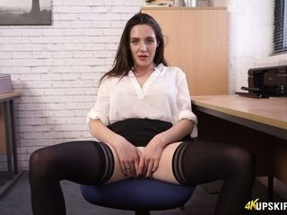 Tantalizing British Grub Streeter Samantha Bentley spreads feet togetthe brush with shows the brush pussy