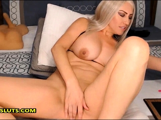 Sexy cougar pummeling her cool fuckbox with her fucktoys