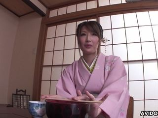Asian geisha Keiko Shinohara is draining vag in front of customers