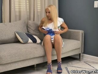 Florida gilf Chery Leigh needs to touch her pantyhosed twat