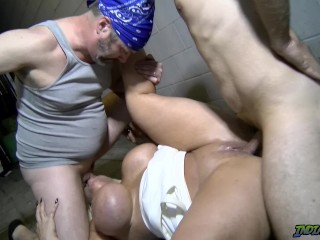 Super-fucking-hot Back Alley Public 3 way with cougar Alura Jenson