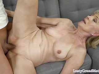 Cockblowing grannie getting pussyfucked